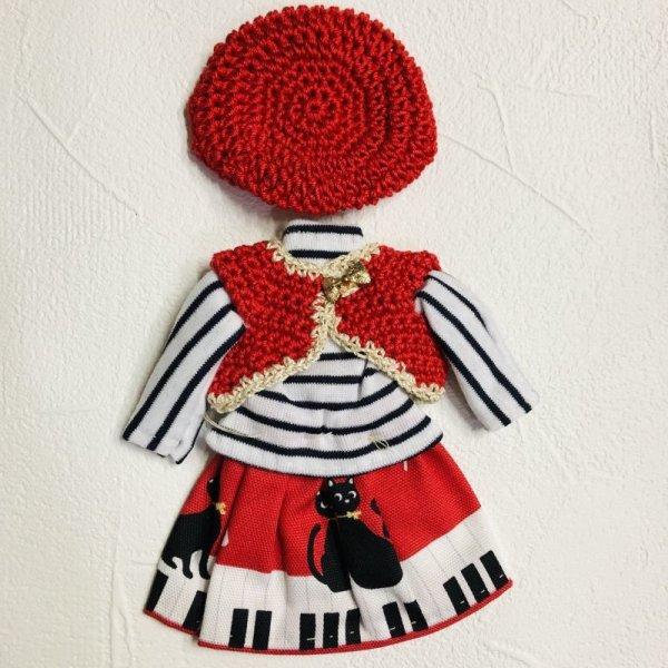 画像1: コロナに負けないキャンペーン特価!花布糸様制作【赤い帽子とジレとブラウスとスカートのセット】リカちゃんsize (1)